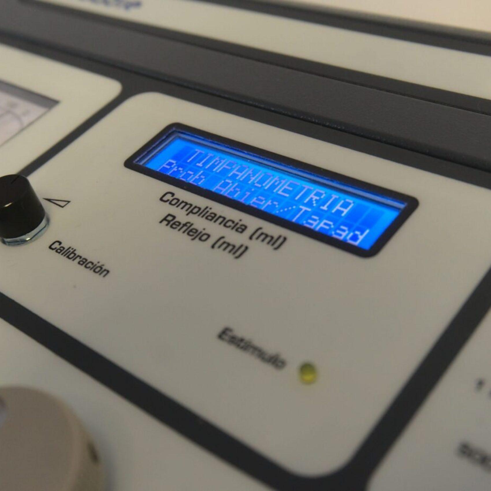 Foto de impedanciómetro display digital