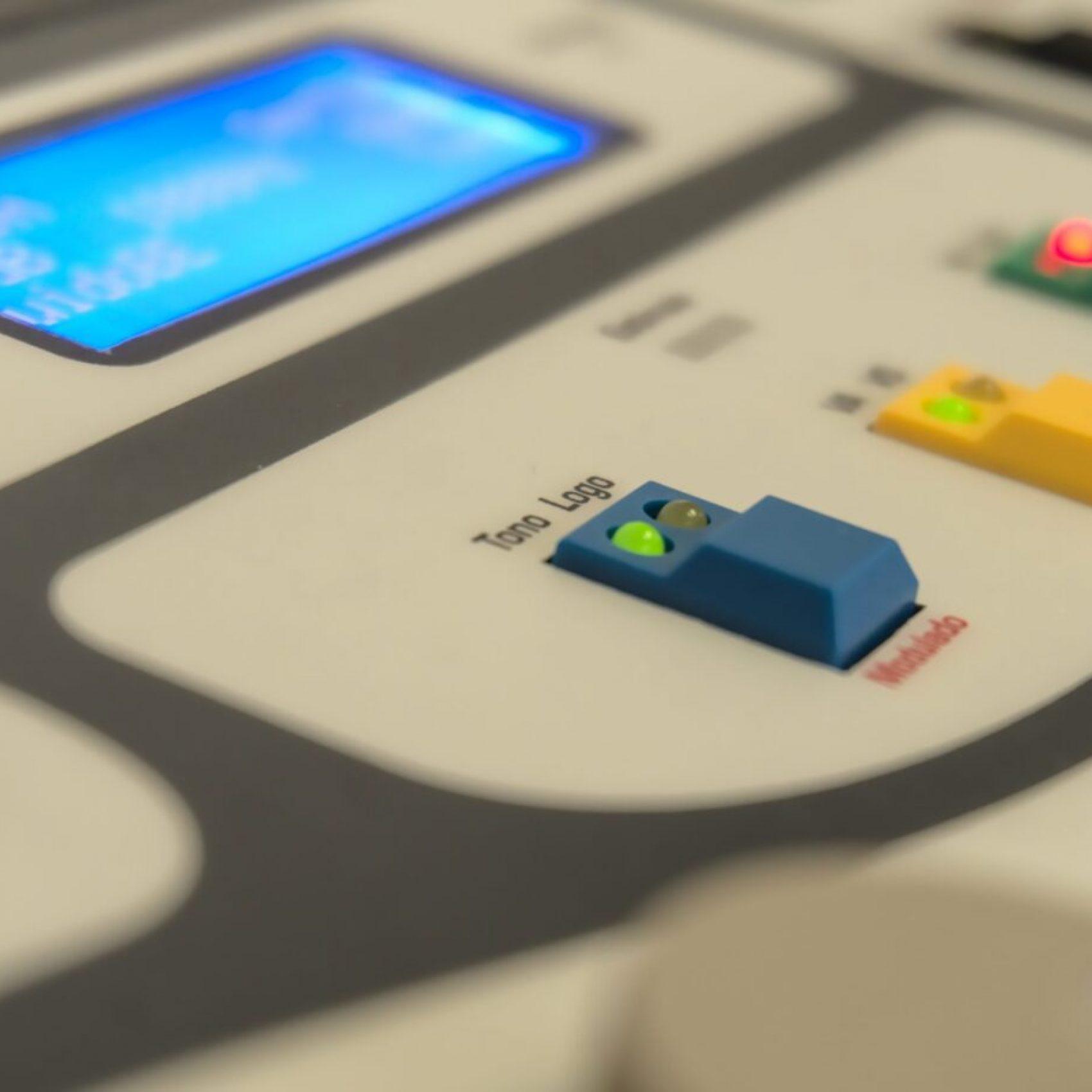 Foto de botones y display de audiómetro AD-151